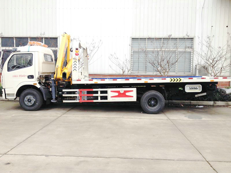 Dongfeng 5T Tow Wrecker Tow Truck with 4T Crane