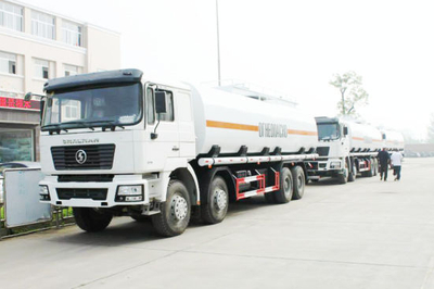 Shacman 8X4 Crude Oil 31t Heavy Fuel Tanker Trucks for Sale